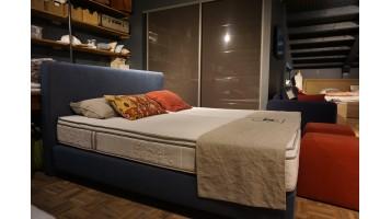 Lit tapissier BEKA avec tête de lit élégance (expo)