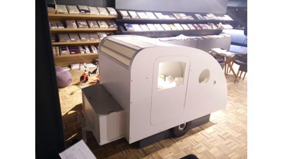 Lit caravane blanc d'expo