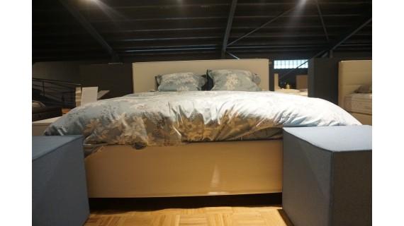 Lit tapissier blanc Schramm (Expo)